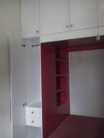 Recamara con repisa y closet integrado cocinas bustamante for Recamaras modernas con closet